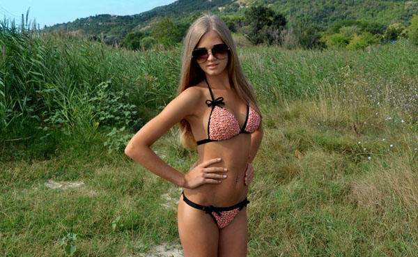 Hot-Girls-In-Nature05